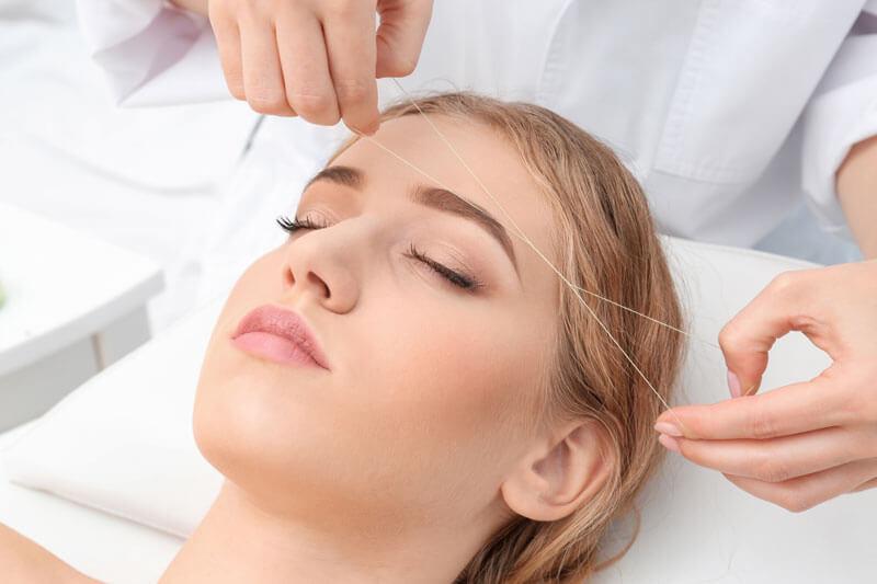 Удаление волос на лице нитью